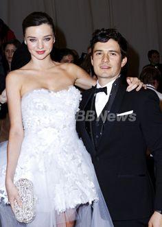 米ニューヨークのメトロポリタン美術館(Metropolitan Museum of Art)コスチューム・ガラ(Costume Gala)に出席したモデルのミランダ・カー(Miranda Kerr)と俳優のオーランド・ブルーム(Orlando Bloom、2011年5月2日撮影)。(c)PRPhotos.com/M Van Niedek ▼25Oct2013AFP|ミランダ・カーとオーランド・ブルームが離婚を発表 http://www.afpbb.com/articles/-/3002125 #Miranda_Kerr #Orlando_Bloom #Costume_Gala