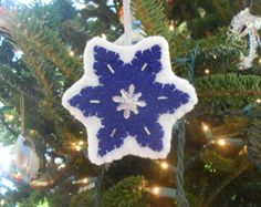 Christmas ornaments White felt and buttons Set of by TheGroovyZoo