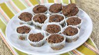 Chocolate Mini Muffins - Nutritionist, Miranda Malisani, shows us a recipe to help curb our sugar cravings. Dairy Free Dark Chocolate, Dark Chocolate Chips, Best Blueberry Muffins, Mini Muffins, Donut Recipes, Dessert Recipes, Desserts, Gluten Free Biscuits, Pumpkin Seed Butter