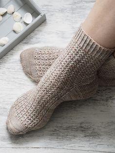 Terrific Absolutely Free knitting socks pattern Popular Ravelry: Shell Cottage Socks pattern by Helen Stewart Knitting Patterns Free, Knit Patterns, Free Knitting, Free Pattern, Knitting Tutorials, Knitting Machine, Vintage Knitting, Knitting Projects, Stitch Patterns