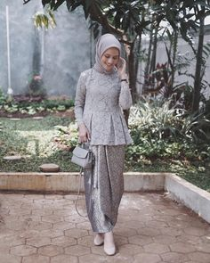 Discover recipes, home ideas, style inspiration and other ideas to try. Kebaya Modern Hijab, Kebaya Hijab, Kebaya Brokat, Dress Brokat, Kebaya Muslim, Muslim Dress, Kebaya Lace, Batik Kebaya, Kebaya Dress