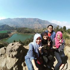 The gorgeous scene behind me was easy to achieve the one which hard to believe is the marvelous buddies always be in my side. #friendship #exploredieng #explore #dieng #talagawarna #batupandang #gorgeous #marvelous