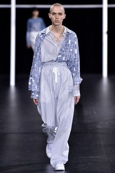 See the complete Ethosens Tokyo Spring 2017 collection.