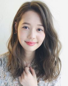 – 思潓 吳 - Perm Hair Styles Medium Long Hair, Medium Hair Styles, Curly Hair Styles, Korean Medium Hair, Asian Hair Perm, 2a Hair, Digital Perm, Air Dry Hair, Japanese Hairstyle
