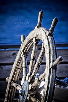 Boating | sailing | boat | bateau | mer | sea | wood | Nautical | barre | helm