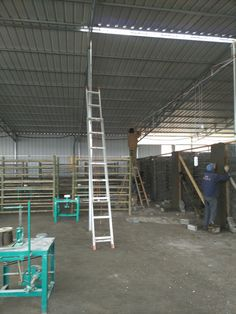 The daily ceramic production line is under construction.from ceramicsj.com