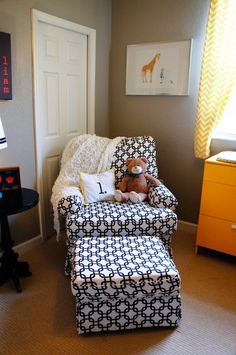This black & white DIY upholstered rocker is major!  #black #linkprint #rocker #nursery