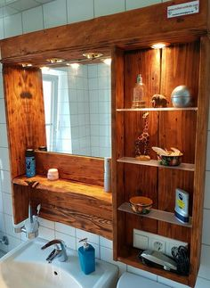 27 Stunning DIY Bathroom Pallet Projects & Ideas For 2020 Rustic Bathroom Mirrors, Rustic Bathrooms, Diy Bathroom Decor, Bathroom Furniture, Diy Home Decor, Wooden Bathroom, Bathroom Ideas, Pallet Crafts, Diy Pallet Projects