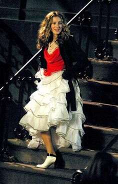 Rétrospective : Carrie Bradshaw en 30 looks cultes   Glamour