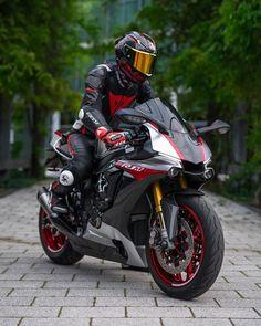 Arch Motorcycle, Motorcycle Helmet Design, Motorcycle Style, Motorcycle Posters, Kawasaki Bikes, Yamaha Motorcycles, Yamaha Yzf R1, Fz Bike, Bicycle