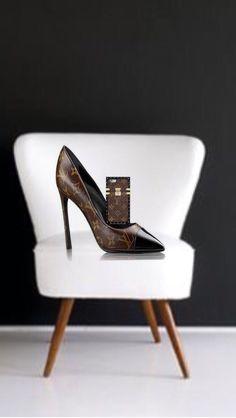 Walking Bad, Louise Vuitton, Pics Art, Ladies Shoes, Shoe Game, Shoe Brands, Hand Bags, Fashion Bags, Museum