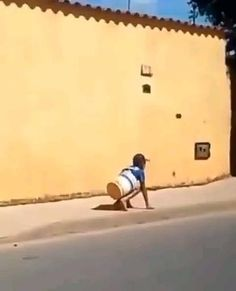 Some Funny Videos, Funny Video Memes, Funny Short Videos, Stupid Funny Memes, Funny Relatable Memes, Haha Funny, Portuguese Funny, Classic Memes, Cool Dance Moves