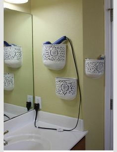 Find unexpected storage options in your small bathroom! Try using a wine rack for rolled towels, choose a mirror that has hidden storage, use adhesive hooks to hang flat irons or curling irons, and repurpose plant holders for easy wall storage. These tips Organizing Ideas, Home Organization, Organizing Clutter, Home Organizer Ideas, Organization For Small Bathroom, Diy Storage Ideas For Small Bedrooms, Diy Casa, Ideas Para Organizar, Plant Holders