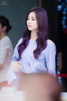 TWICE - Tzuyu. Luv her hair colou
