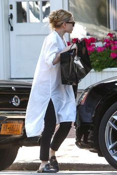 Get Ashley Olsen's Breezy Black And White Look