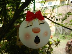 Bolas de Natal pintadas à mão. 25 cm de circunferência  Unidade: R$25,30  Preços diferenciados para quantidade:  Meia dúzia: R$120,00  Uma dúzia: R$198,00  Cor do lacinho sob consulta