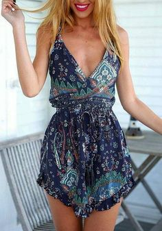 #street #style floral print romper @wachabuy