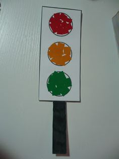 printable traffic light for a collage activity