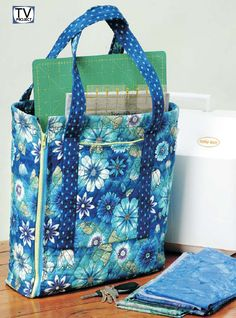 Sewing Bags Quilted Tool Bag for Sewers and Crafters - Sewing Pattern - This reversible quilted tool tote is designed for the Fons Sewing Patterns Free, Free Sewing, Quilt Patterns, Bag Patterns, Easy Sewing Projects, Sewing Projects For Beginners, Sewing Tips, Sewing Hacks, Quilted Bag
