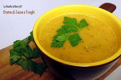 La crema di zucca con funghi è un primo piatto perfetto nella stagione fredda. E' un primo sano e leggero, realizzato con pochi ingredienti sani e gustosi.