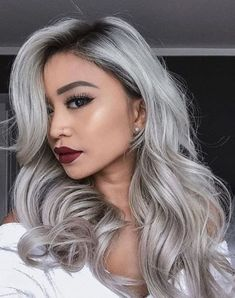 Many women today prefer to go with grey hair, so gray hair has become trending. But you have to know what you are doing when going for grey hair. Discover in the video below what you need to know about gray hair and you could be missing. Grey Ombre Hair, Grey Wig, Silver Grey Hair, Silver Platinum Hair, Black Wig, White Hair, Grey Hair Black Roots, Long Black, Silver Hair Colors