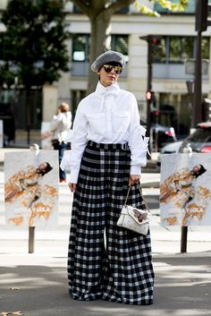 101 of the Best Street Style Looks From Paris Fashion Week Spring 2018 Best Street Style, Spring Street Style, Cool Street Fashion, Street Style Looks, Street Style Women, Urban Fashion Trends, Fashion Mode, Paris Fashion, Girl Fashion