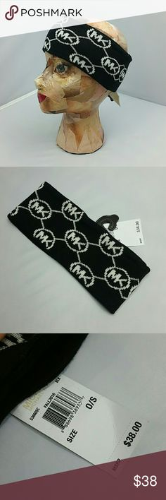 ♡Michael Kors headband● NWT●100%authentic Brand new with tags  100%authentic  Michael Kors black and white headband. Add this cutie to your collection. It would make a great gift for you or someone you love!!   🎈check out my closet for more MK accessories🎈 💖Shop with confidence💖💖 🎉🎊Suggested User🎊🎉 📮💌Same day shipping📮💌 5🌟🌟🌟🌟🌟 star rated closet 👍👍Top seller👍👍 Michael Kors Accessories