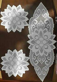 This Pin was discovered by Kar Crochet Table Runner Pattern, Free Crochet Doily Patterns, Crochet Doily Diagram, Filet Crochet Charts, Crochet Tablecloth, Crochet Motif, Crochet Dollies, Easter Crochet, Crochet Flowers