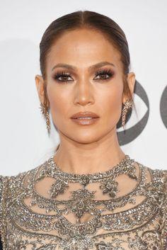 Jennifer Lopez Hair, Makeup at People's Choice Awards 2017 | POPSUGAR Beauty