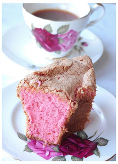 My FaV AnGeL FooD CaKe! Pink Angel Food Cake~ Perfect for a ladies tea or baby shower. With strawberries and whipped cream! Food Cakes, Yummy Treats, Sweet Treats, Angel Food Cake Pan, Savarin, Pink Foods, High Tea, Let Them Eat Cake, Vanilla Cake