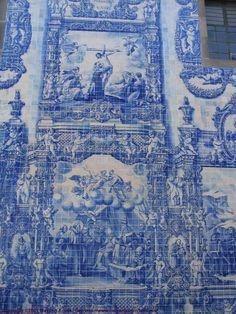 Handpainted scenes in Blue on handmade Tiles Tile Art, Mosaic Tiles, Mosaics, Blue Tiles, White Tiles, Tile Patterns, Pattern Art, Portugal, Blue Building