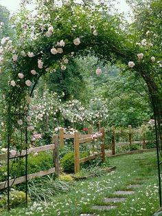 Arche de jardin fleurie