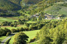Villa San Silvestro si trova nel territorio di Cascia. L`abitato si colloca sul versante meridionale di monte La Rotonda, nel punto in cui la via montana proveniente dalla Valle del Fiume Corno raggiunge l`altopiano di Chiavano.