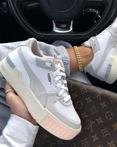 Same Cali style with a little touch of pink Tap to cop Cali Sport Rg: - stajl. Cute Sneakers, Sneakers Mode, Shoes Sneakers, Air Force Sneakers, Platform Sneakers, Nike Air Force, Sneakers Looks, Puma Platform, Hype Shoes