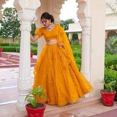Latest Mehndi Dresses for Bride | Cute Girl Fancy Wedding Dresses, Party Wear Indian Dresses, Designer Party Wear Dresses, Indian Gowns Dresses, Indian Bridal Outfits, Dress Indian Style, Indian Fashion Dresses, Indian Designer Outfits, Unique Dresses