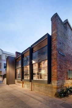 Australia, Vitrocsa products: Guillotine window. Architect: Welsh + Major www.vitrocsa.co.uk