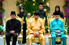 His Majesty the Sultan and Yang Di-Pertuan of Brunei Darussalam (C) with HRH Prince Haji 'Abdul 'Azim and HRH Prince 'Abdul Malik. Standing are are the recipients of the Sultan's Scholar Scheme.