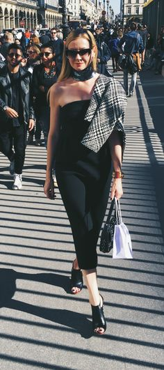 Lisa Marie McComb outside Dior |  fashion stylist #streetstyle