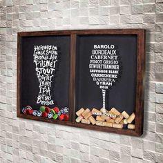 Quadro Misto para Rolhas e Tampinhas - Tipos de Vinho e Cerveja  Com o desenho de uma taça de vinho e um copo de cerveja formados pelos nomes de diversos tipos de cerveja e vinho.  Há uma divisória que separa um lado só para rolhas e o outro lado só para tampinhas.