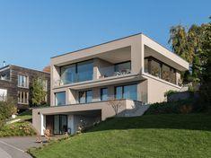 #Einfamilienhaus #Hanghaus # modern #Edelstahlpool# luxushaus mit pool# Luxushaus im Hang#bauen am Hang