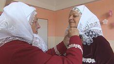 Obléct se umí každý, nastrojit se je kumšt. Tetičky na Kyjovsku vědí, jak na to — ČT24 — Česká televize Fashion, Moda, Fashion Styles, Fashion Illustrations