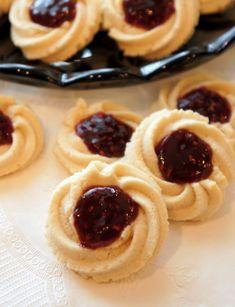 Butter Spritz Cookies, Italian Butter Cookies, Italian Cookie Recipes, Italian Desserts, Yummy Cookies, Italian Foods, Cookies With Jam, Cookie Butter, Italian Pastries