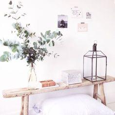 Houten bankje Instagram: @lekkerfris Home Bedroom, Home Living Room, Room Inspiration, Interior Inspiration, Home Interior, Interior Design, Minimalist Room, Cool Apartments, Scandinavian Home