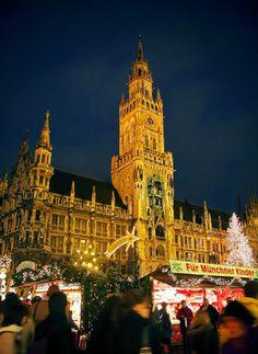 Munich's oldest market fills the Marienplatz or city centre. Photo: Jametiks.