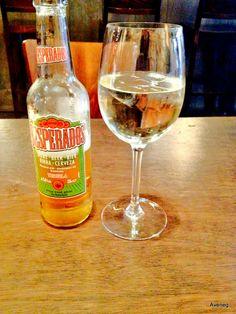 Ik wil graag een glas witte wijn en een bier, alstublieft.  de wijn, de wijnen - wine rode wijn - red wine witte wijn - white wine rosé  een fles wijn - one bottle wine zoet / droog - sweet / dry wijnproeverij - wine tasting de wijnkaart - wine list