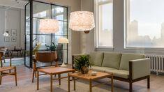 Stylische Pendelleuchten können zum echten Hingucker in Eurem Wohnraum werden - wie beispielsweise die Collage 450 von Louis Poulsen Dining Room Lighting, Home Lighting, Lighting Design, Diy Zimmer, Direct Lighting, Diffused Light, Light And Shadow, Table Lamp, Collage