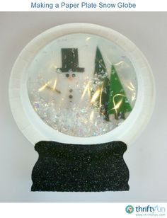 Christmas snowglobe This guide is about making a paper plater snow globe. A simple, inexpensive craft that can be customized to display a favorite holiday scene.