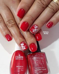 29 fotos de unhas decoradas com adesivos unhas vermelhas curtas, unhas de natal vermelhas, Mani Pedi, Nail Manicure, Pedicure, Nail Polish, Cute Nails, Pretty Nails, Cake Order Forms, Beauty Life Hacks Videos, Pin Up Tattoos