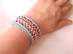 bracelet bleu et blanc au crochet et à la fourche accessoire