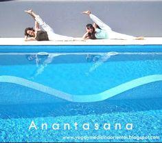 """Ananta """"eterno"""". Anantasana – Estiramiento de pierna lateral estira y tonifica las piernas. Esta postura es especialmente beneficiosa para ciclistas y corredores www.yogateca.com"""
